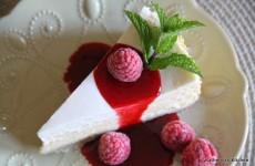 White Chocolate Cheesecake with Raspberry Sauce